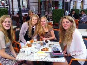 En velfortjent frokost i Zagrebs gater ga en god start på dagen.