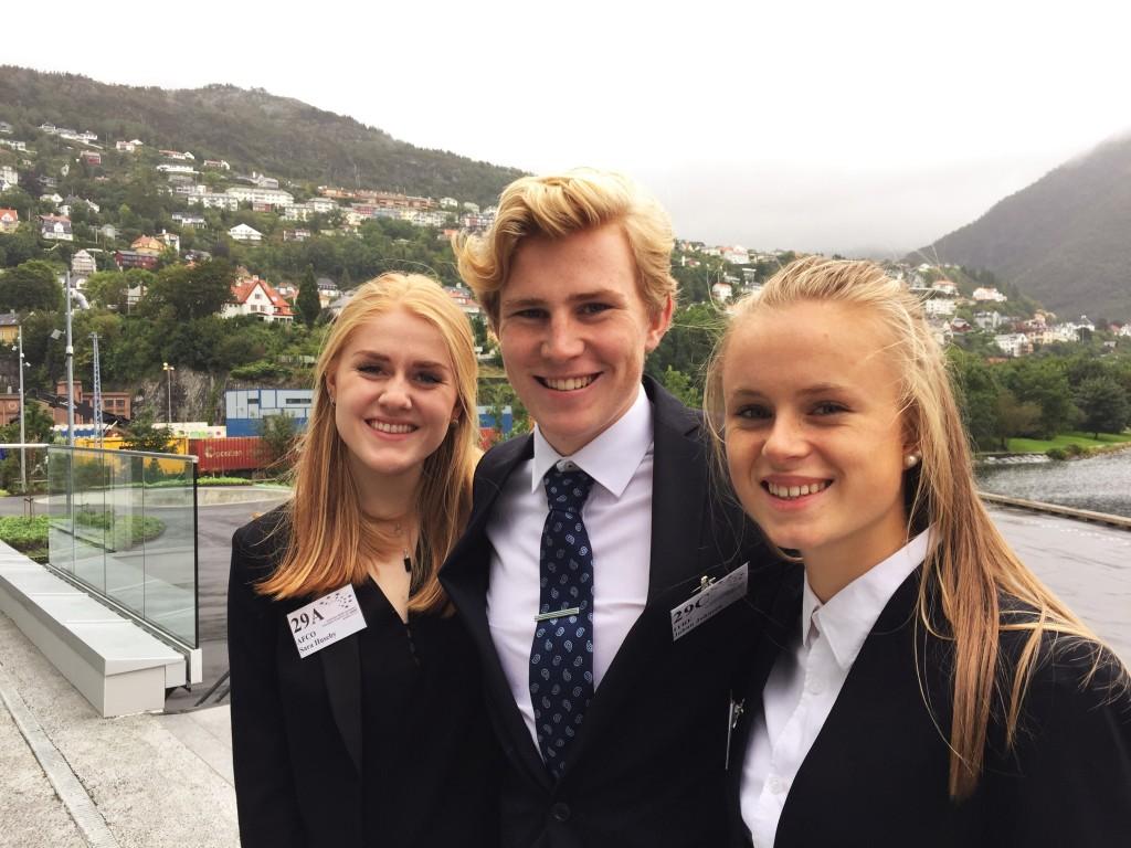 Fra venstre: Sara Huseby (3D), Johan Martin Emberland Johnsen (3D) og Liv Marie Rønhovde (3F) var KGs delegasjon til EYP i år.
