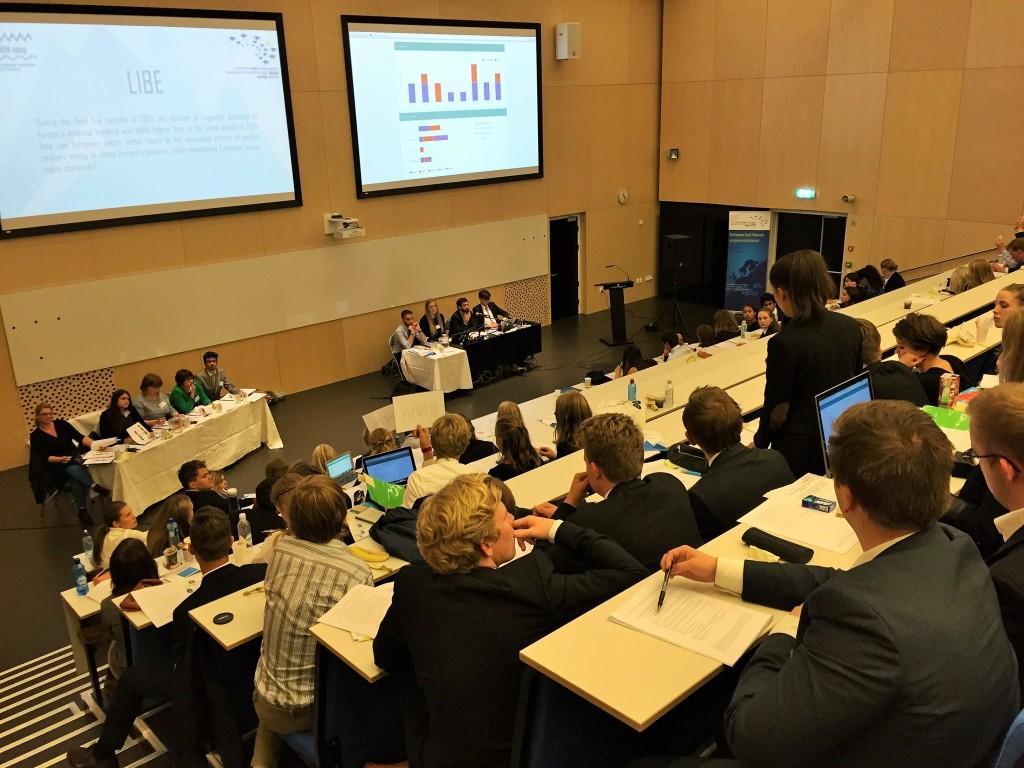 Fra den store debatten som foregikk i det store auditoriet på Amalie Skram vgs i Bergen.